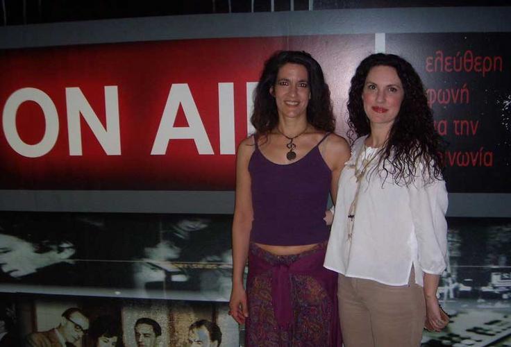 Κορίνα Λεγάκη: «Μέσα από τα τραγούδια υποδυόμαστε ρόλους»