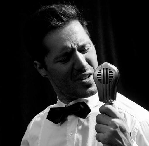 Αδάμ Τσαρούχης: «Δεν βάζω ταμπέλες στα είδη που επιλέγω να τραγουδήσω»