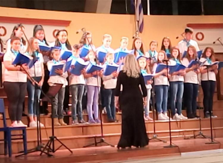 Τα παιδιά της χορωδίας της «Κιβωτού του Κόσμου» εύχονται για το 2018!