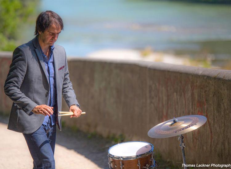 Χρήστος Ασωνίτης:«Η ελληνική τζαζ, για να γίνει ακόμα μεγαλύτερη, πρέπει να έχει περισσότερη υποστήριξη από τα Μ.Μ.Ε και τις δισκογραφικές εταιρείες»