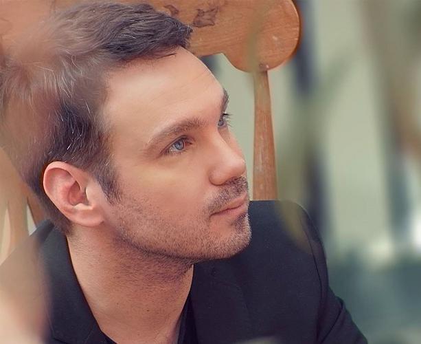 Ο Γιώργης Χριστοδούλου στη ΒΑΒΕΛ παρουσιάζει τον «Αττίκ στο Παρίσι»