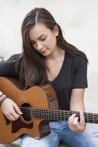 Κωνσταντίνα Πάλλα: «Κάθε τραγούδι που ερμηνεύω, το ζω»