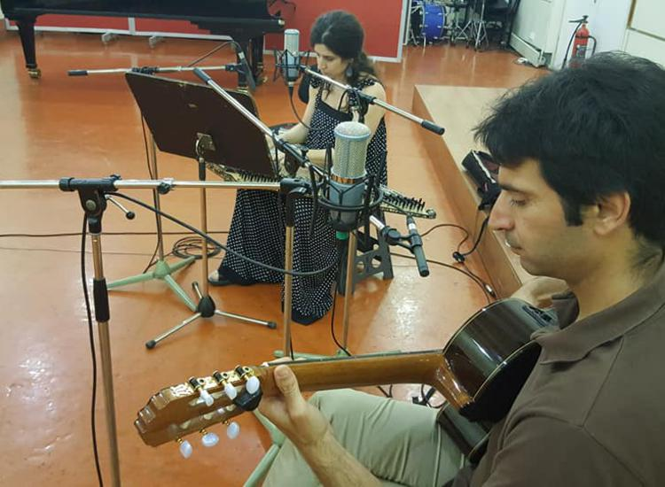 Οι δεξιοτέχνες μουσικοί Σοφία Λαμπροπούλου και Βασίλης Κετεντζόγλου συνομιλούν με την Αρετή Κοκκίνου