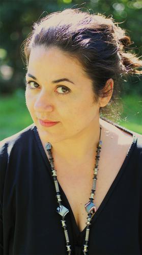 Άννα Ψαρρά:«Τα τραγούδια της παράστασης τα αισθάνομαι σαν προέκταση του ρόλου μου»
