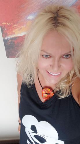 Η Σεμίνα Διγενή #μένει σπίτι# και δεν αναστέλλει (με τίποτα) τη δράση της!