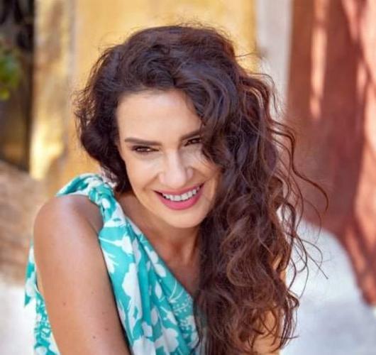 Η Κλεονίκη Δεμίρη ταξιδεύει στην Ελλάδα