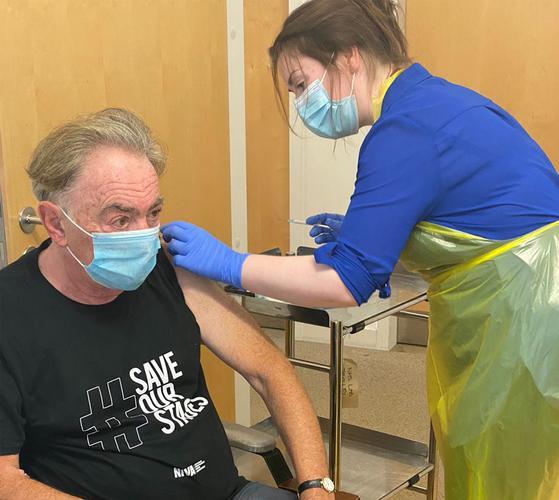 Το εμβόλιο κατά της Covid-19 δοκίμασε ο Andrew Lloyd Webber
