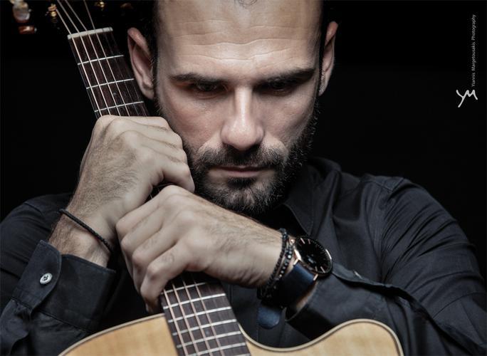 Xάρης Μακρής: «Θέλω τα τραγούδια του ΑΛΜΠΟΥΜ να μπουν στα σπίτια του κόσμου»