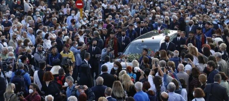 Μίκης Θεοδωράκης: Η Κρήτη αποχαιρετά τον σπουδαίο μουσικοσυνθέτη – Σε λαϊκό προσκύνημα στα Χανιά η σορός